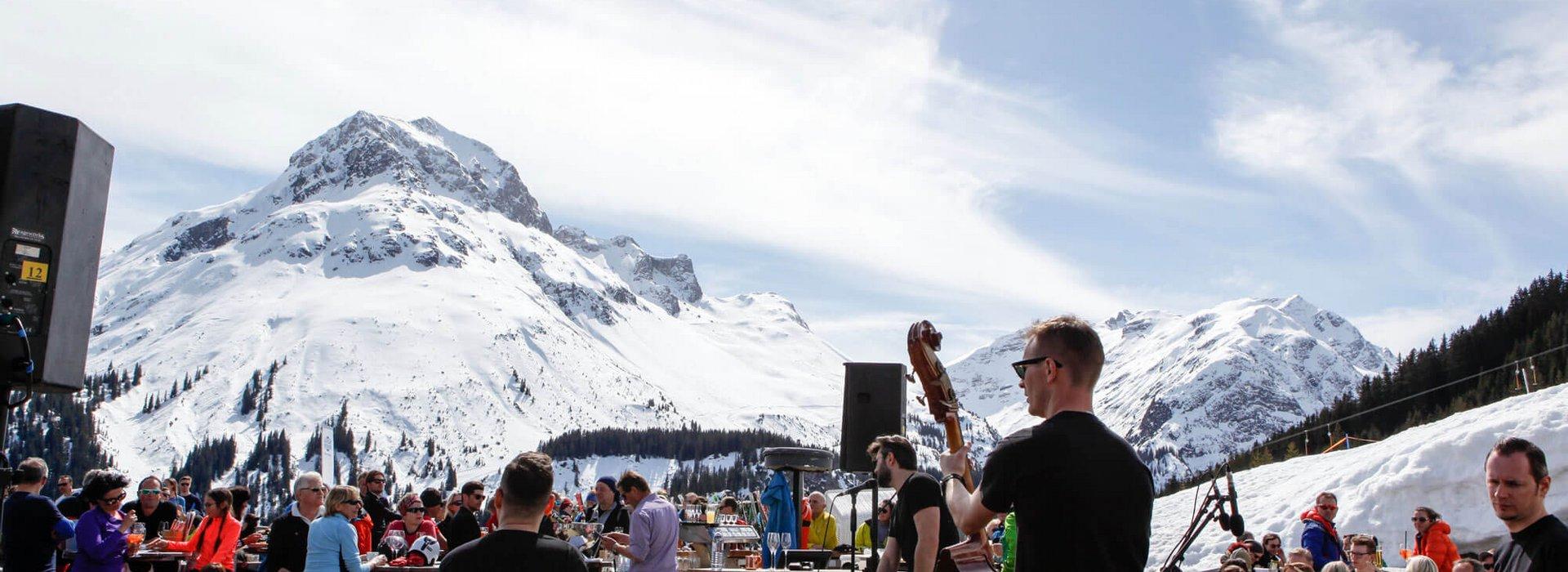 Live-Musik vor Gipfelpanorama